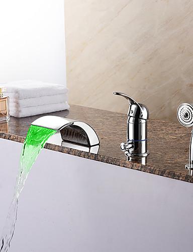 preiswerte LED Badewannenarmaturen-Zeitgenössisch Romanische Wanne LED Wasserfall Handdusche inklusive with  Keramisches Ventil Einhand Drei Löcher for  Chrom ,