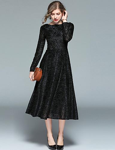 Vestido negro corte en u