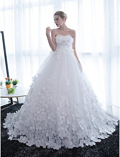 cheap Wedding Dresses-Ball Gown Strapless Chapel Train Satin / Tulle Strapless Sparkle & Shine Wedding Dresses with Crystals / Flower 2020