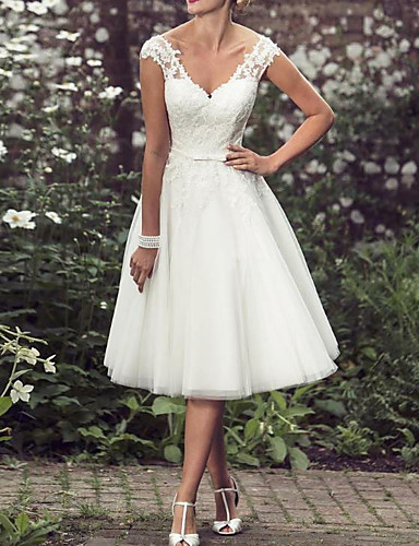 cheap Wedding Dresses-A-Line V Neck Tea Length Lace / Tulle Regular Straps Mordern / Vintage Modern Wedding Dresses with Buttons / Beading 2020