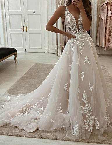 cheap Wedding Dresses-A-Line Wedding Dresses Plunging Neck Sweep / Brush Train Tulle Polyester Sleeveless Country Plus Size with Embroidery Appliques 2020