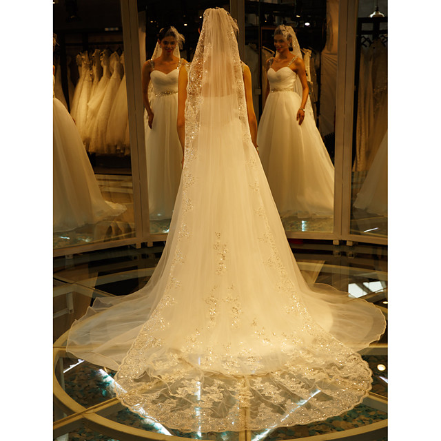 One-tier Lace Applique Edge Wedding Veil Cathedral Veils with Embroidery Lace / Tulle / Angel cut / Waterfall