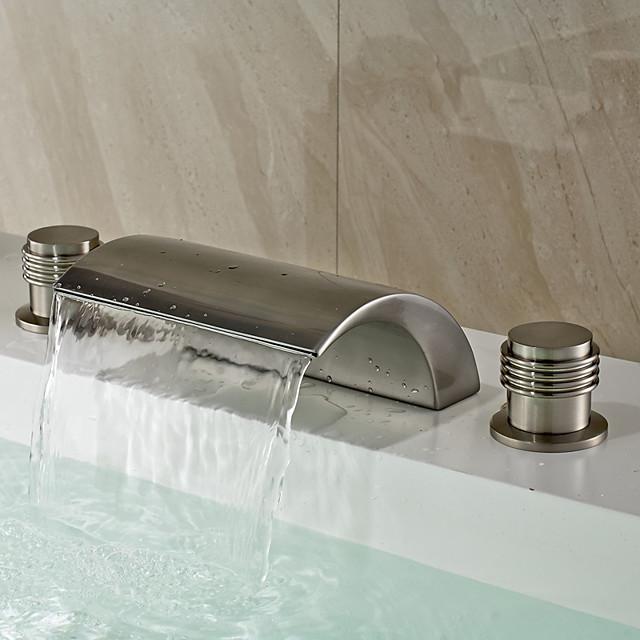 Традиционный Разбросанная Водопад Керамический клапан Две ручки три отверстия Матовый никель, Ванная раковина кран