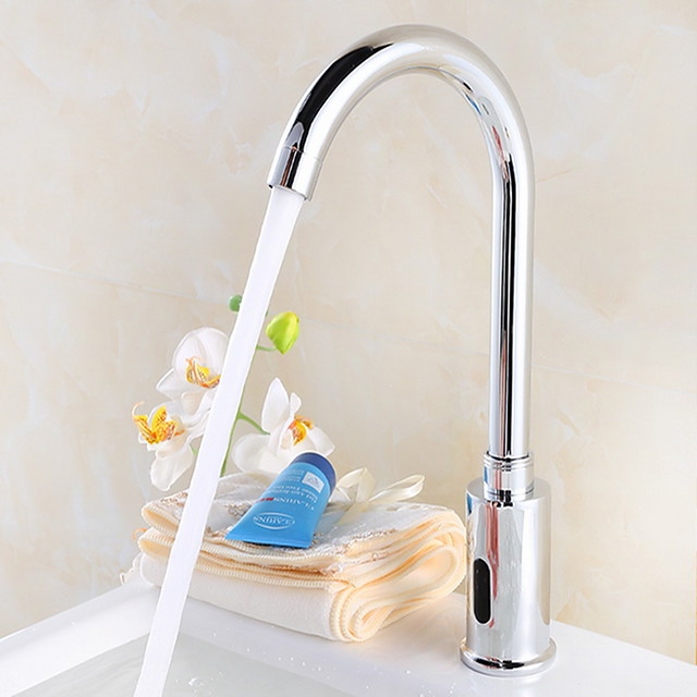 Bathroom Sink Faucet - Sensor Electroplated Free Standing Hands free One HoleBath Taps / Brass