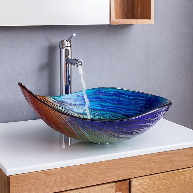 abstrakti taide sateenkaari, joka muuttuu vähitellen vesipisaran muotoiseksi kylpyhuoneen pesuallaksi, kromihanan viimeistely ja upotettu lasialtaan viimeistely