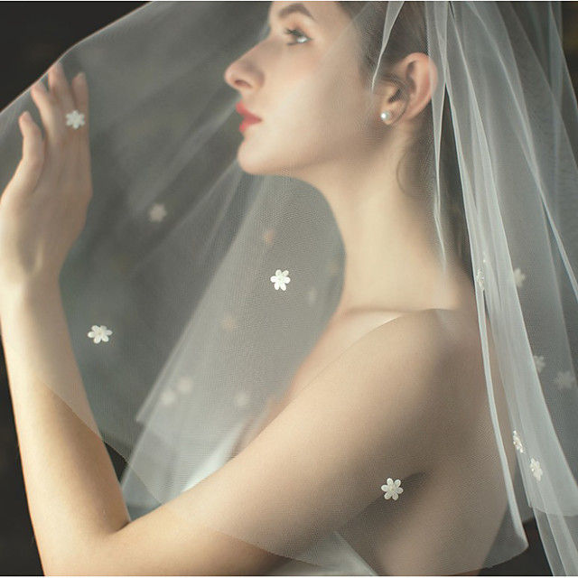 Two-tier Flower Style / Sweet Wedding Veil Elbow Veils with Appliques / Solid 27.56 in (70cm) Tulle