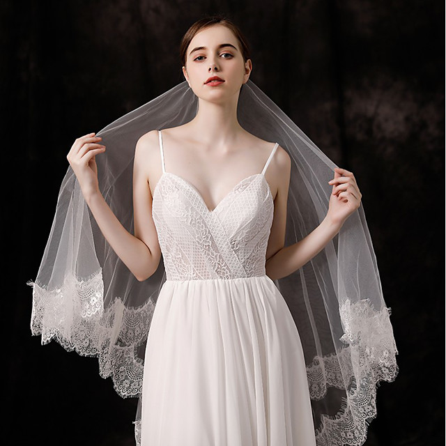 Two-tier Lace Applique Edge Wedding Veil Fingertip Veils with Appliques / Solid 59.06 in (150cm) Tulle