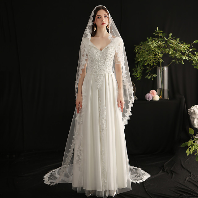 One-tier Elegant & Luxurious Wedding Veil Cathedral Veils with Fringe Tulle / Classic