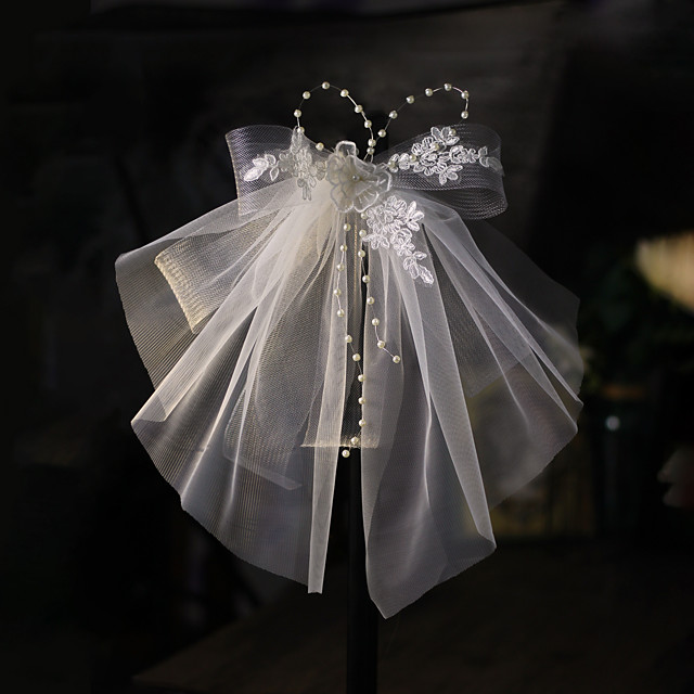 Three-tier Stylish Wedding Veil Shoulder Veils with Faux Pearl Lace / Tulle