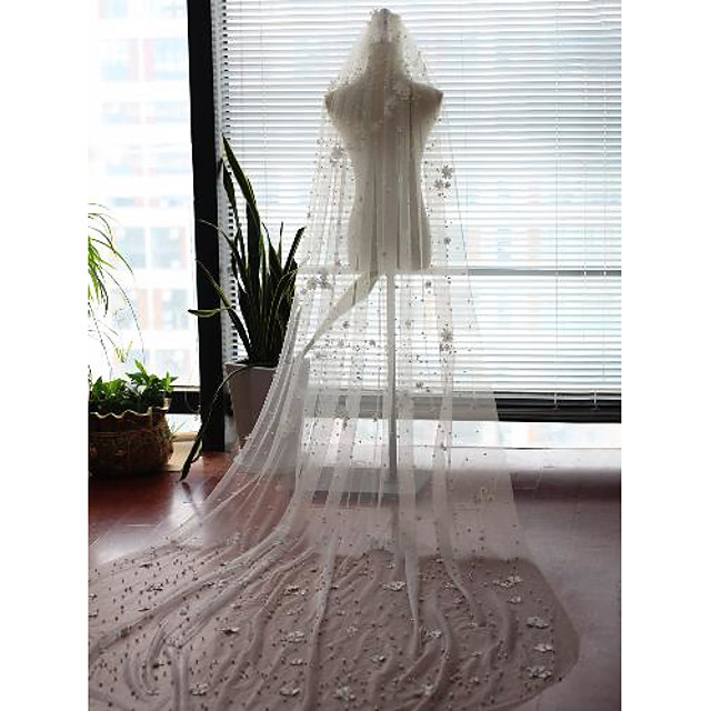 One-tier Stylish / Flower Style Wedding Veil Cathedral Veils with Faux Pearl / Scattered Bead Floral Motif Style / Beading 118.11 in (300cm) Tulle