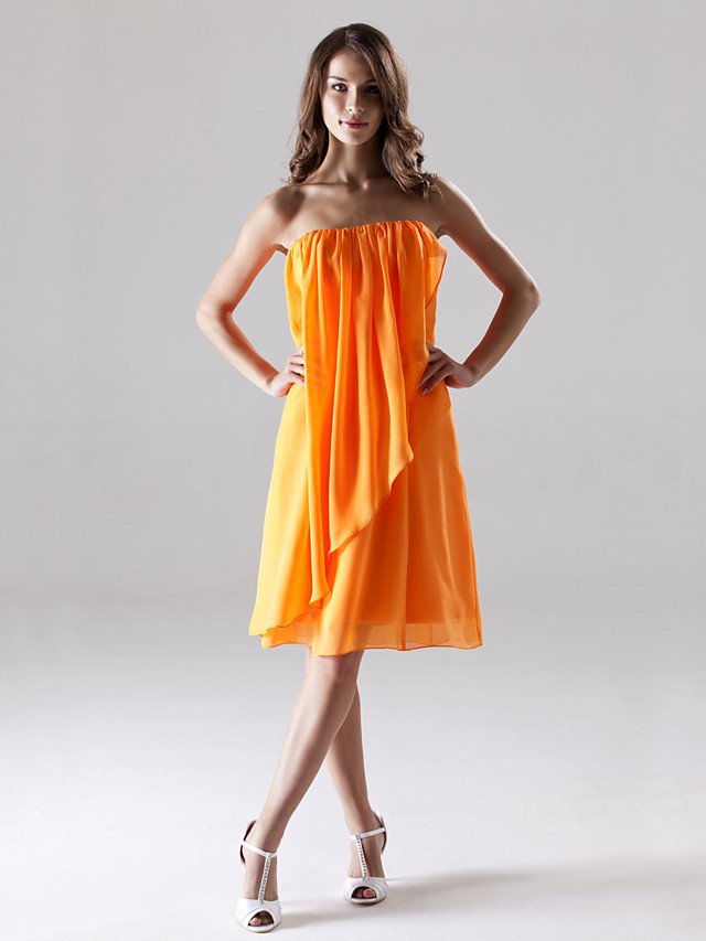 Sheath / Column Strapless Knee Length Chiffon Bridesmaid Dress with Draping / Split Front / Open Back