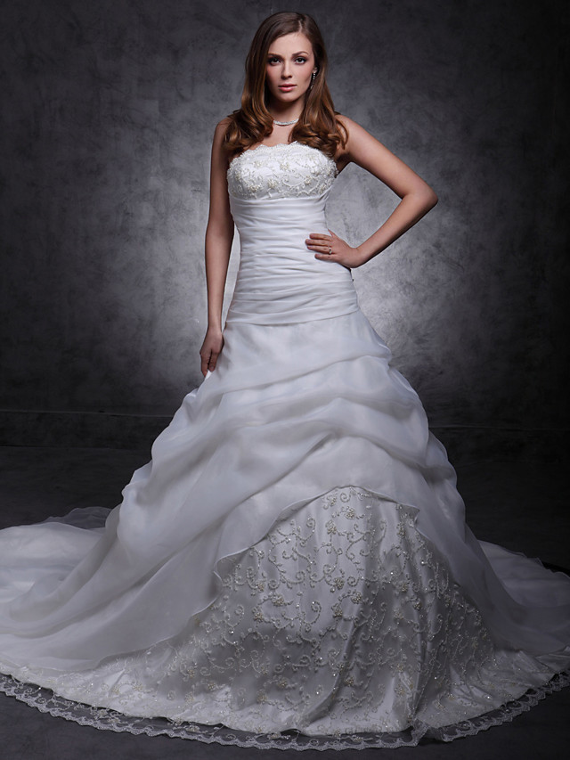 Princess Ball Gown A-Line Wedding Dresses Strapless Scalloped-Edge Cathedral Train Lace Organza Sleeveless with 2020