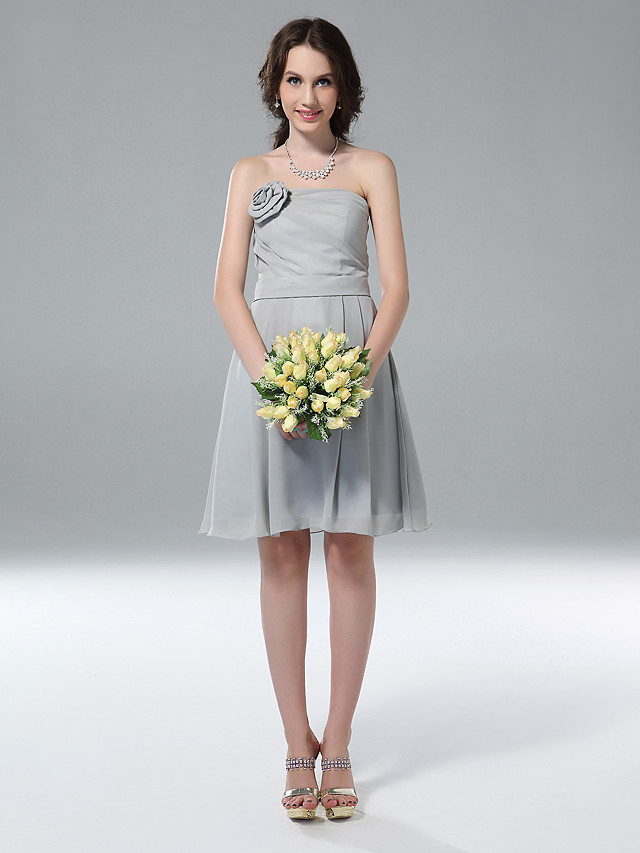 Princess / A-Line Strapless Knee Length Chiffon Bridesmaid Dress with Side Draping / Flower
