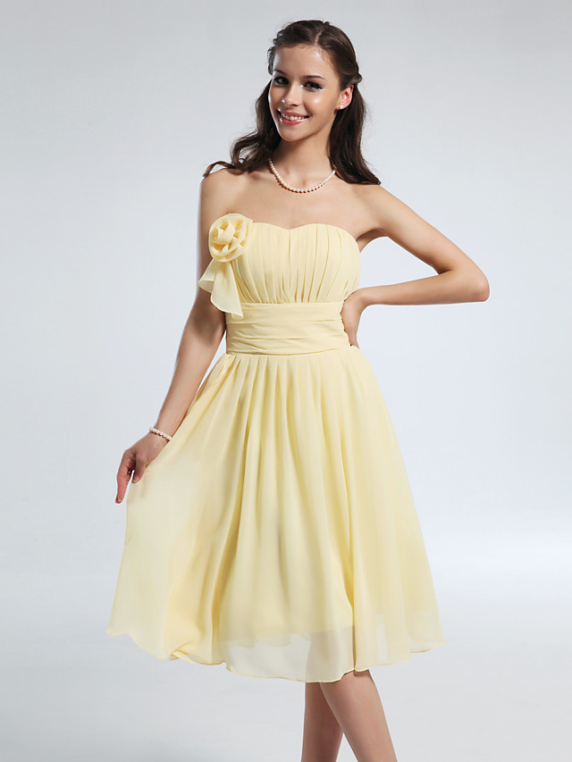 Princess / A-Line Strapless / Sweetheart Neckline Knee Length Chiffon Bridesmaid Dress with Ruched / Ruffles / Draping