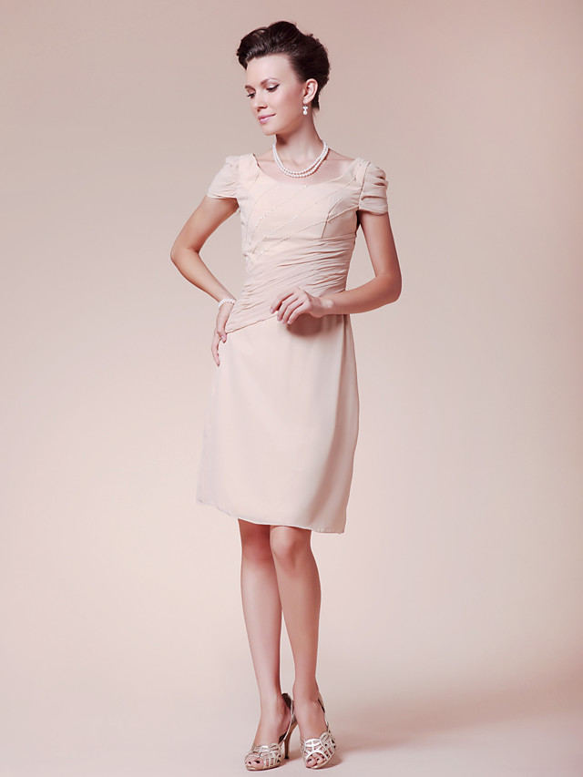 Sheath / Column Mother of the Bride Dress Scoop Neck Knee Length Chiffon Short Sleeve with Beading Side Draping 2020
