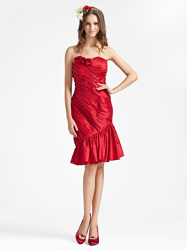 Sheath / Column Strapless / Sweetheart Neckline Knee Length Taffeta Bridesmaid Dress with Ruffles / Draping / Side Draping
