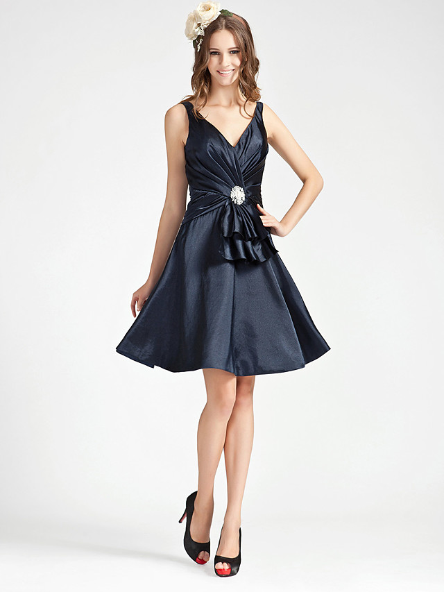 Princess / A-Line V Neck Knee Length Stretch Satin Bridesmaid Dress with Criss Cross / Crystal Brooch