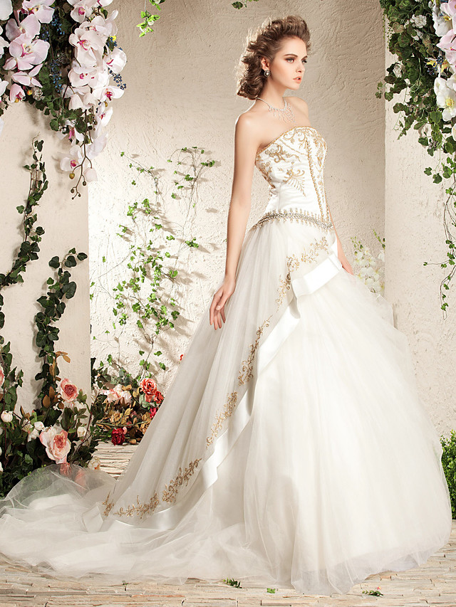 Ball Gown A-Line Wedding Dresses Strapless Court Train Satin Tulle Sleeveless Sparkle & Shine with 2020