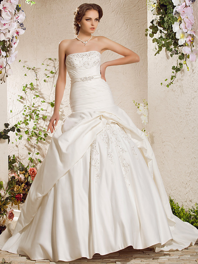 Ball Gown Wedding Dresses Strapless Chapel Train Satin Sleeveless with 2021