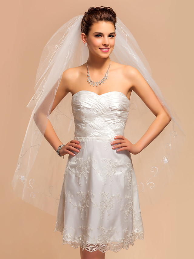 Two-tier Lace Applique Edge Wedding Veil Fingertip Veils with Embroidery 41.34 in (105cm) Tulle A-line, Ball Gown, Princess, Sheath / Column, Trumpet / Mermaid / Classic