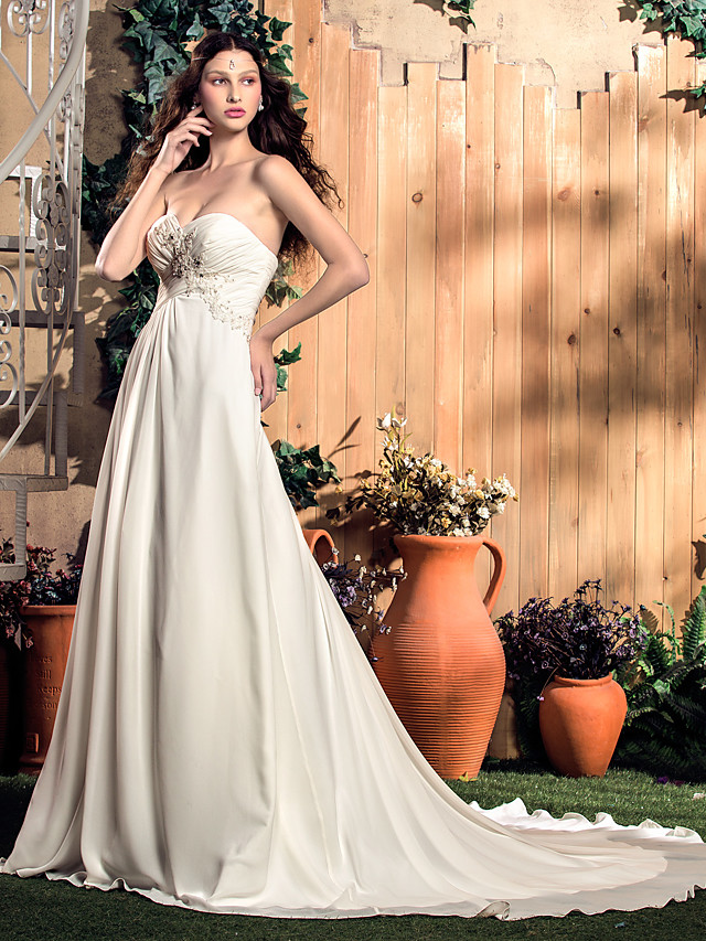 A-Line Sweetheart Neckline Court Train Chiffon Sleeveless Wedding Dresses with Ruched / Beading / Appliques 2020