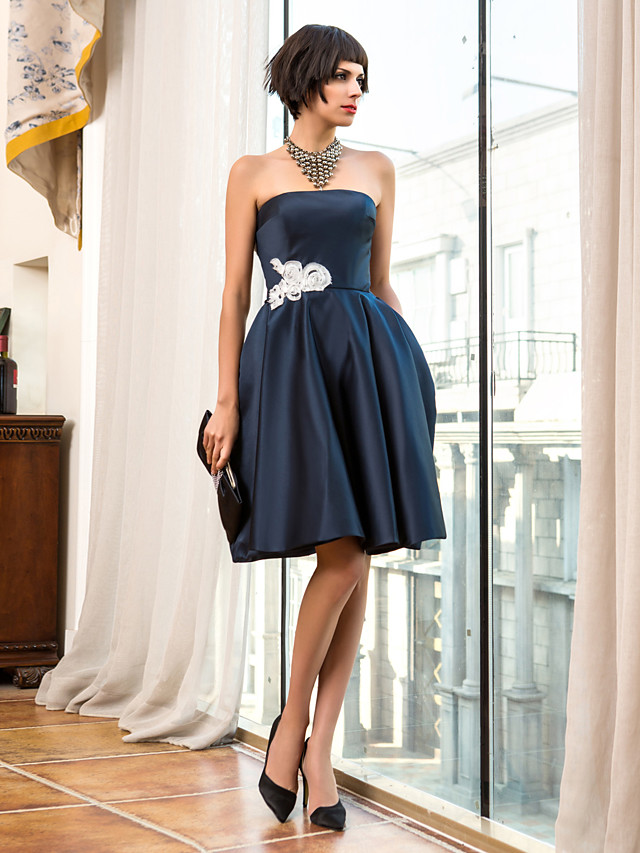 Back To School A-Line 1950s Holiday Homecoming Cocktail Party Dress Strapless Sleeveless Knee Length Satin with Appliques 2020 Hoco Dress