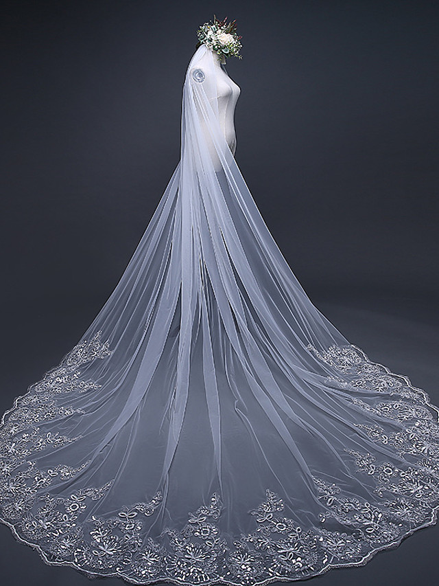 One-tier Lace Applique Edge Wedding Veil Chapel Veils / Cathedral Veils with Embroidery / Ruffles / Ruched Tulle / Classic