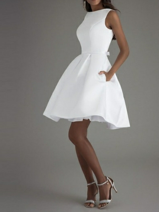 A-Line Minimalist White Graduation Cocktail Party Valentine's Day Dress Boat Neck Sleeveless Knee Length Polyester with Bow(s) Pleats 2021