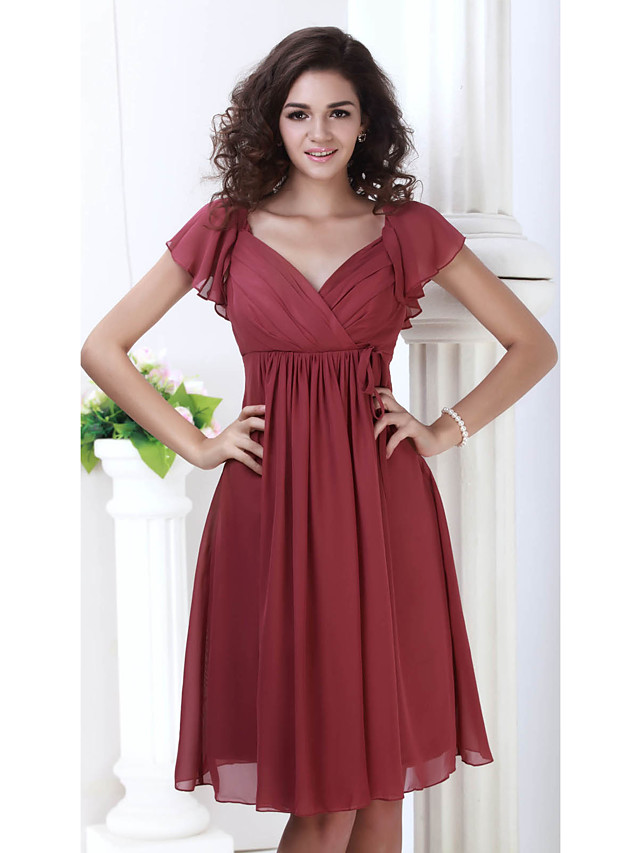 A-Line Mother of the Bride Dress Plus Size V Neck Knee Length Chiffon Short Sleeve with Pleats 2020