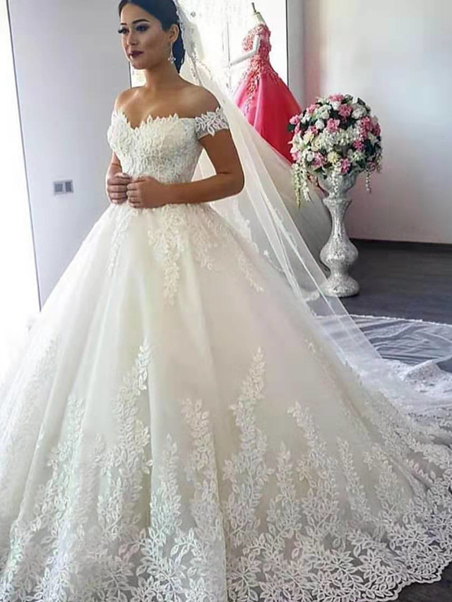 Ball Gown Off Shoulder Court Train Lace Short Sleeve Formal Sparkle & Shine Wedding Dresses with Appliques 2020