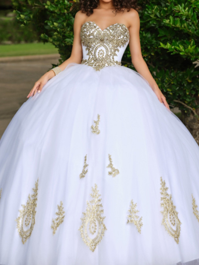 Ball Gown Luxurious White Quinceanera Formal Evening Dress Sweetheart Neckline Sleeveless Floor Length Lace Tulle with Beading Appliques 2020