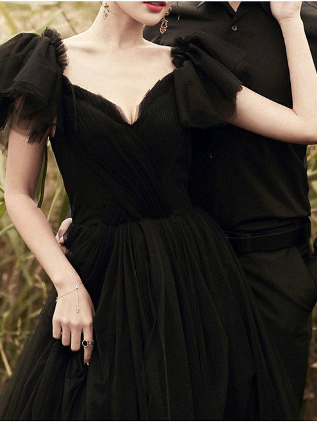 A-Line Wedding Dresses V Neck Sweep / Brush Train Lace Tulle Short Sleeve Formal Black Modern with Beading Lace Insert 2020