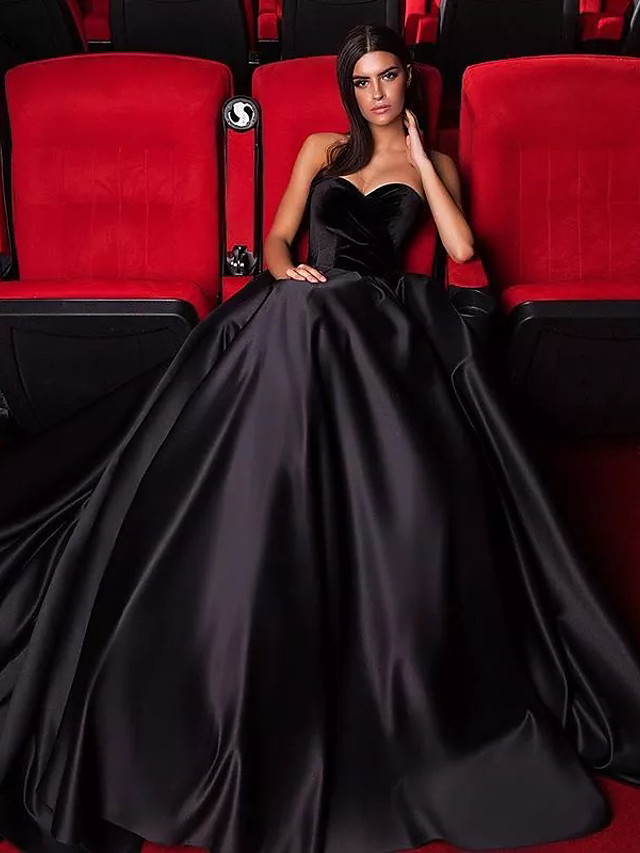 Ball Gown Wedding Dresses Strapless Court Train Tulle Polyester Strapless Sexy Plus Size Black Modern with 2020