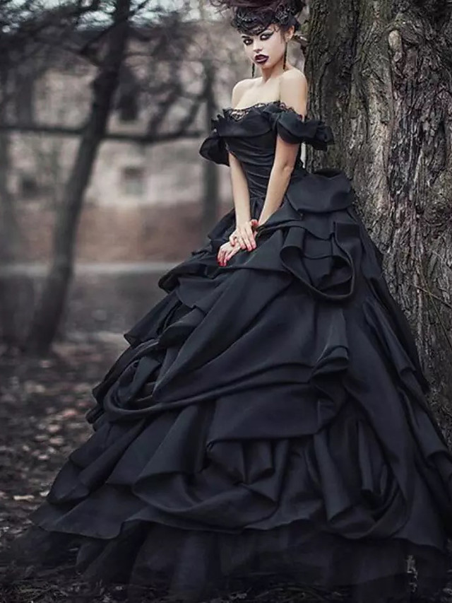 Ball Gown Wedding Dresses Off Shoulder Court Train Lace Tulle Short Sleeve Sexy Black Modern with Lace Cascading Ruffles 2020