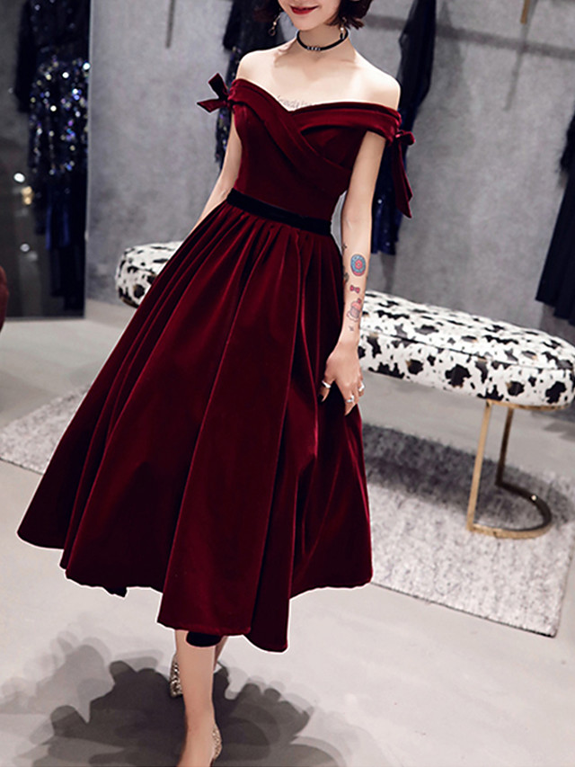 A-Line Hot Red Cocktail Party Prom Dress Off Shoulder Short Sleeve Tea Length Velvet with Bow(s) 2020