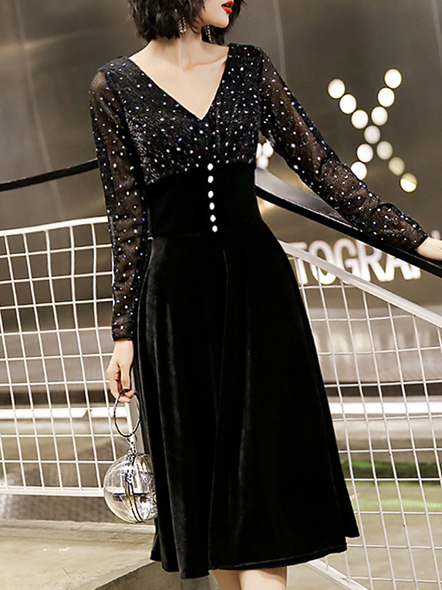 A-Line Glittering Black Homecoming Cocktail Party Dress V Neck Long Sleeve Knee Length Velvet with Buttons 2020