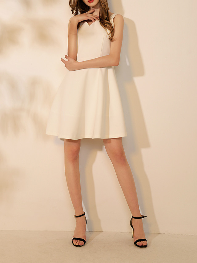 A-Line Sexy White Homecoming Cocktail Party Dress V Neck Sleeveless Knee Length Spandex with Pleats 2020