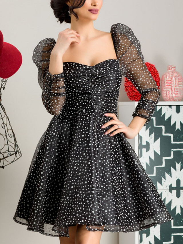 A-Line Elegant Flirty Homecoming Cocktail Party Dress Scoop Neck Long Sleeve Short / Mini Tulle with Pattern / Print 2020