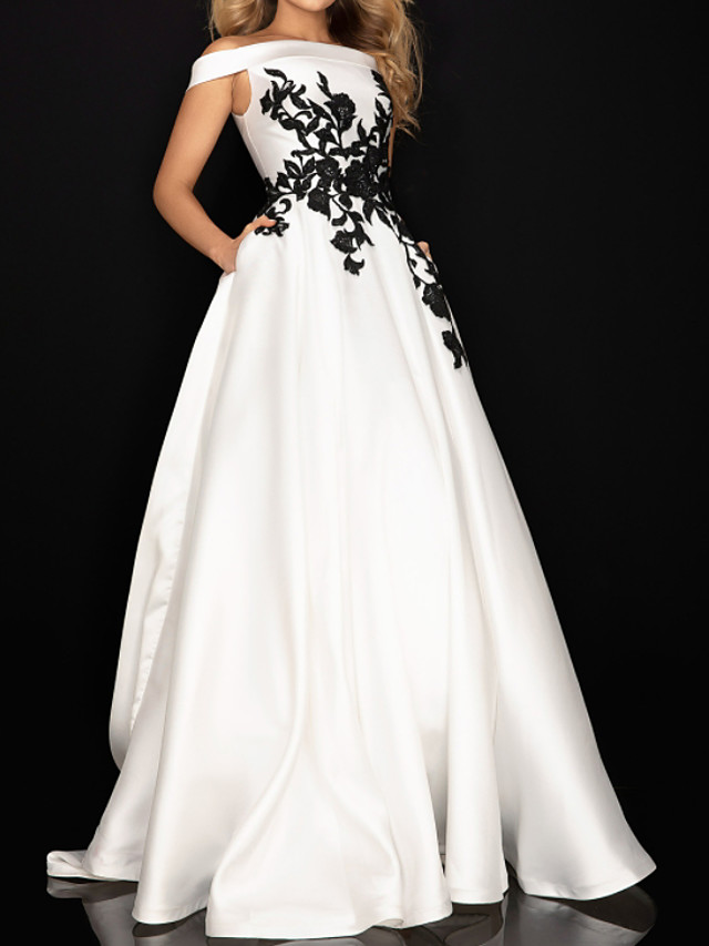 Ball Gown Elegant Vintage Engagement Prom Dress Off Shoulder Sleeveless Sweep / Brush Train Satin with Pleats Appliques 2020