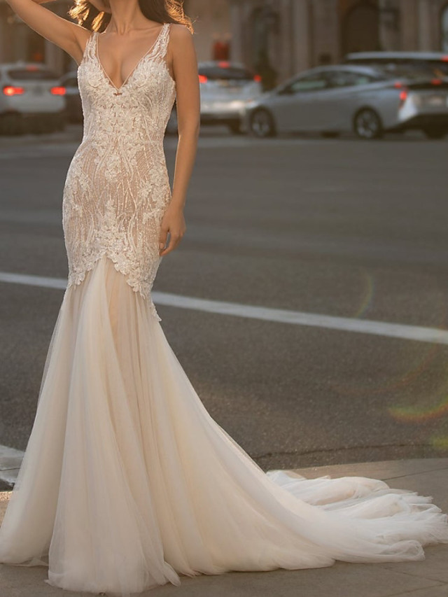 Mermaid / Trumpet Wedding Dresses V Neck Court Train Tulle Sleeveless Vintage Sexy with Appliques 2020