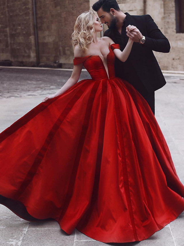 Ball Gown Vintage Sexy Engagement Formal Evening Valentine's Day Dress Off Shoulder Sleeveless Sweep / Brush Train Satin with Pleats 2021