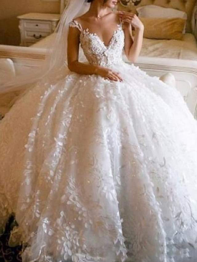 Princess Ball Gown Wedding Dresses V Neck Floor Length Lace Sleeveless Formal Luxurious with Lace Appliques 2021