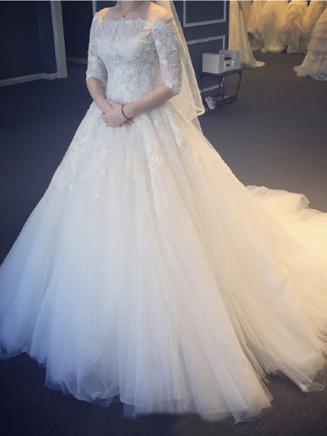 Princess Ball Gown Wedding Dresses Off Shoulder Court Train Lace Tulle Half Sleeve Formal with Pleats Appliques 2021