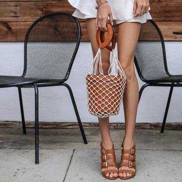 الأحذية والحقائب