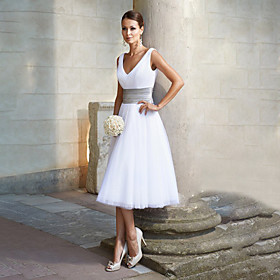 A-Line Minimalist White Engagement Cocktail Party Dress V Neck Sleeveless Tea Length Chiffon with Pleats 2020