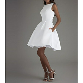 A-Line Minimalist White Graduation Cocktail Party Dress Boat Neck Sleeveless Knee Length Polyester with Bow(s) Pleats 2020