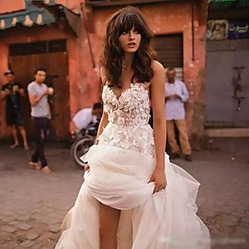 A-Line Wedding Dresses V Neck Court Train Lace Tulle Strapless Country Boho Illusion Detail Backless with Appliques 2020