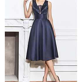 A-Line Elegant Blue Homecoming Cocktail Party Dress Scoop Neck Sleeveless Knee Length Satin with Lace Insert 2020
