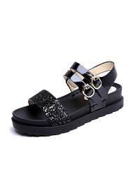 Sandály na ploché podrážce