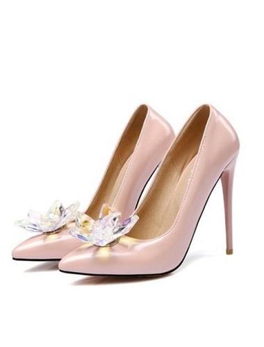 Női magassarkú cipők